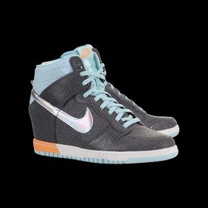 Nike Women's Dunk Sky High Sneaker Wedge, 6